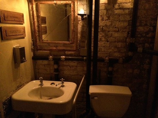Macao Trading Co : restroom