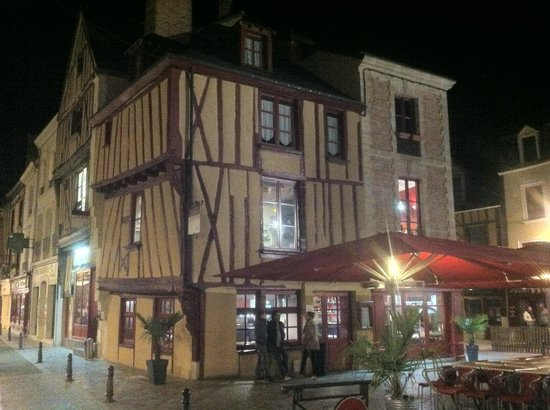Le Marais: The view from outside in the night
