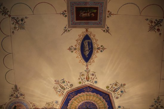 Locanda San Marco - Palazzo Caluri: Painted ceiling above bed in bedroom