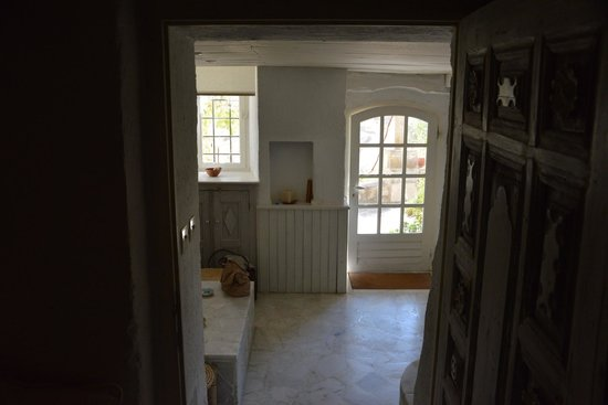 Les Maisons de Cappadoce : entry way from bedroom