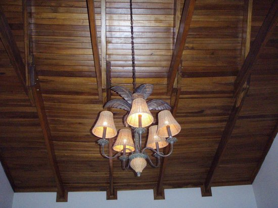 Casa Conde Beach-Front Hotel : Our room's ceiling