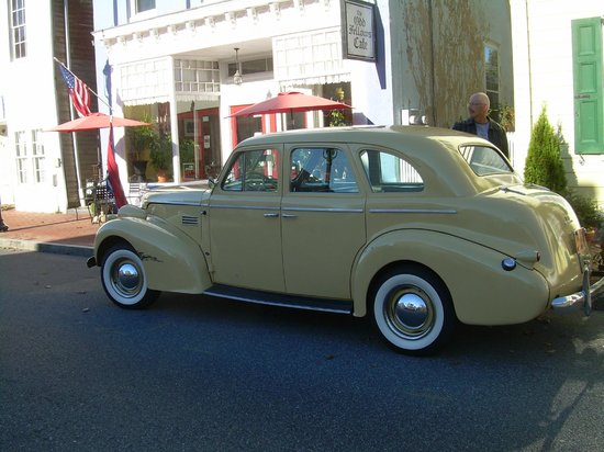 The Odd Fellows Cafe: 1939 Pontiac.  Our wheels for today.