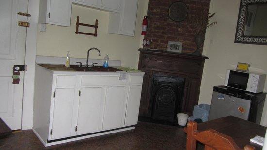 Garden District B&B: The Rose Room's kitchen