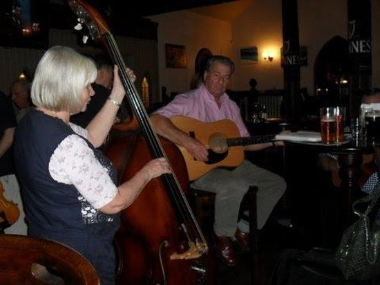 Inn on the Coast : Col & Carolyn, music in the lounge.