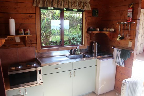 Abel Tasman Ocean View Chalets: The kitchen