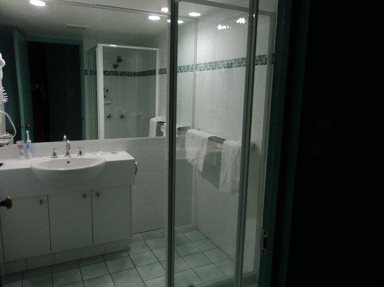 อังเคอร์ดาวน์ อพาร์ทเม้นท์ส: Bathroom