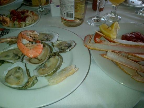 "Coco Palm: ""oysters...oysters...n seafoodies on the sides"""