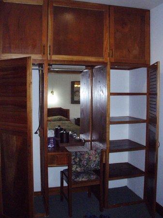 Hotel Buena Vista: Plenty of storage if you needed to unpack!