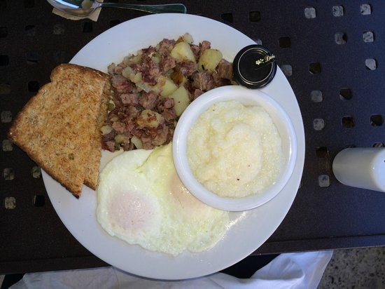 Third Street Cafe: REAL corn beef hash. REAL grits. REALLY nice