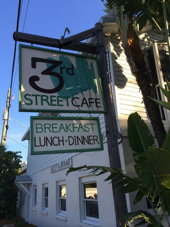Third Street Cafe: easy to find