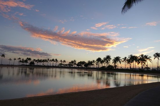 Hilton Hawaiian Village Waikiki Beach Resort: ラグーンと夕焼け