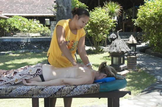 Kebun Impian: A relaxing massage was incredibly cheap. This lady also provided expert pedicures and manicures.