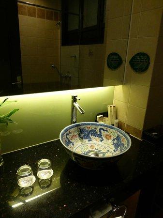 BuddhaZen Hotel : Nice, clean bathroom