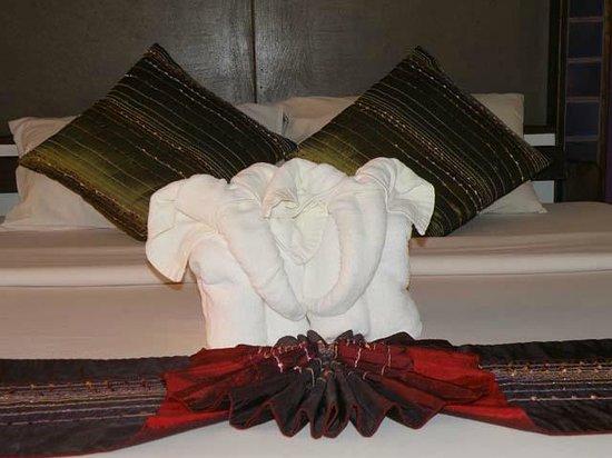 Legendha Sukhothai: Elephant Towels