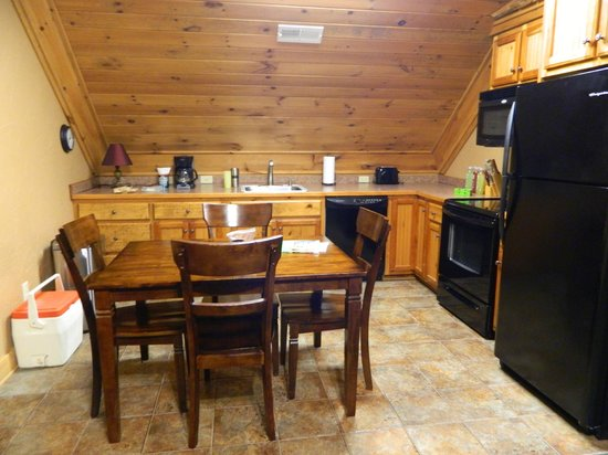 Serenity in the Mountains Luxury Suites: Fully stocked kitchen....all you need is food & drink!