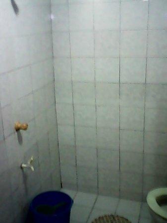 Villa de Oro Beach Resort: Shower