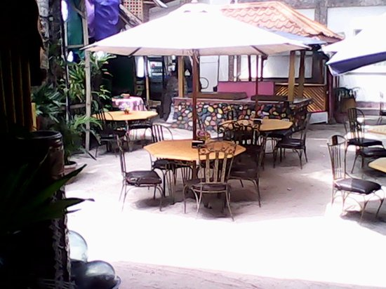 Villa de Oro Beach Resort: Garden Restaurant
