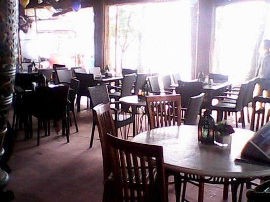 Villa de Oro Beach Resort: Its where they serve breakfast