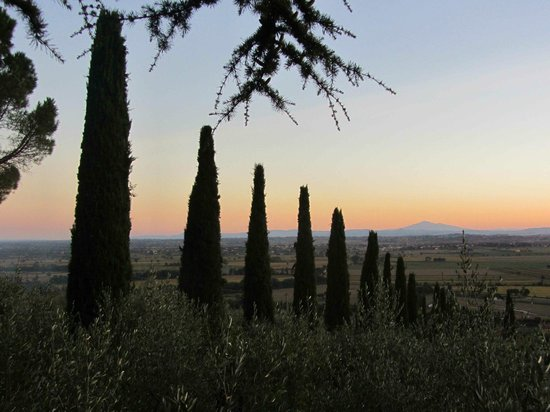 Agriturismo La Maesta: Tuscan sunset from the courtyard