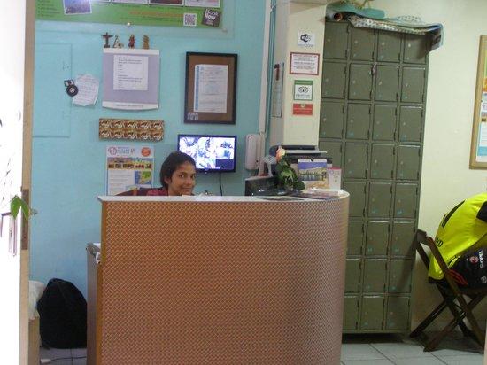 El Misti Rooms: Barbi en recepción