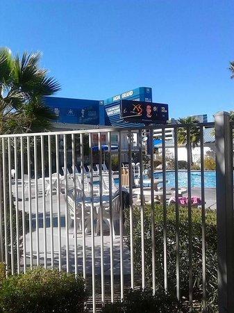 Motel 6 Las Vegas - Tropicana: Pool has view of MGM Grand