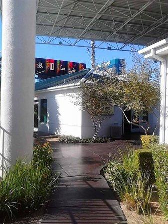 Motel 6 Las Vegas - Tropicana : On Site Mini Mart