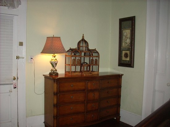 Olde Town Inn: One of the dressers