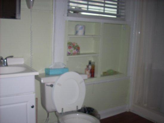 Olde Town Inn : The bathroom