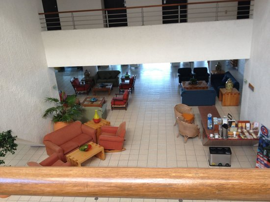 Casa Mexicana Cozumel: View of lobby area from second-floor buffet location.