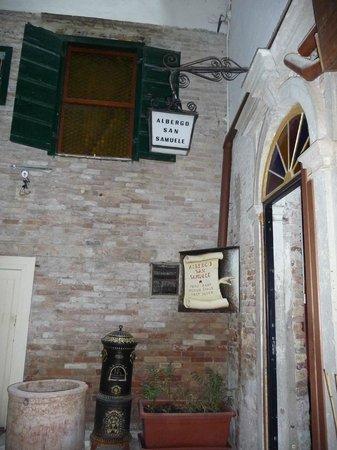 Hotel San Samuele : Entrance interior door