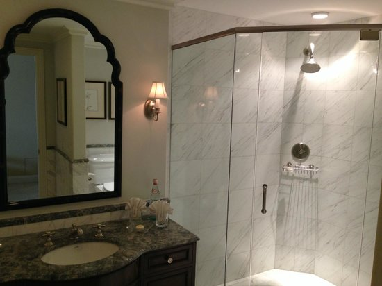 Hotel Les Mars, Relais & Chateaux: marble-like tile lined bathroom with oversized shower