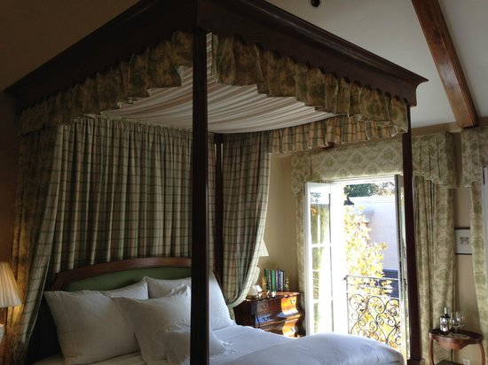 Hotel Les Mars, Relais & Chateaux: 4 poster king size canopy bed