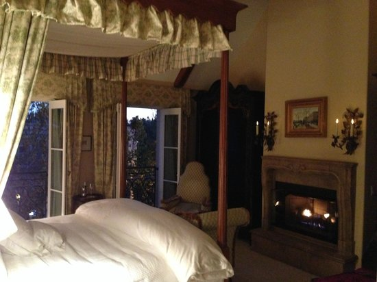 Hotel Les Mars, Relais & Chateaux: windows open / fireplace on / early evening