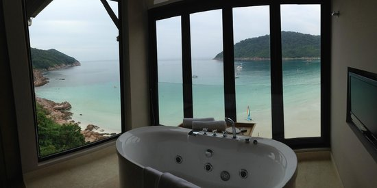 The Taaras Beach & Spa Resort: Jacuzzi tub with a view