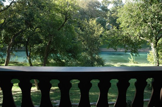The Other Place: Nice view of the Comal from our room