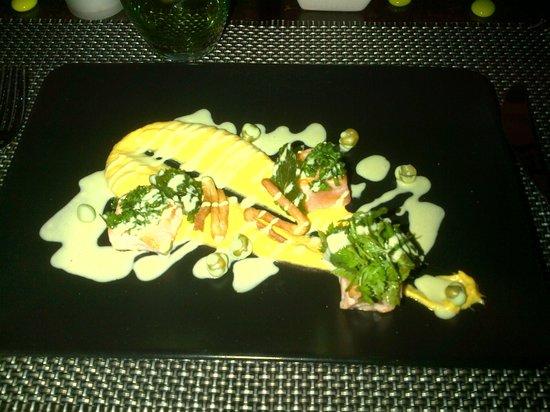 Restaurant L2 : Entrée puré, saumon mi cuit, simple, efficace, délicieux