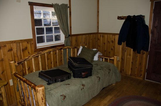 Union Creek Resort: Day bed in room with bunk bed