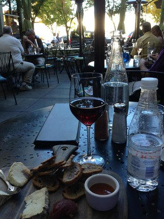 Willi's Seafood & Raw Bar: Wine & Cheese plate on the patio