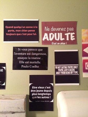 C'est la vie café : dans les toilettes