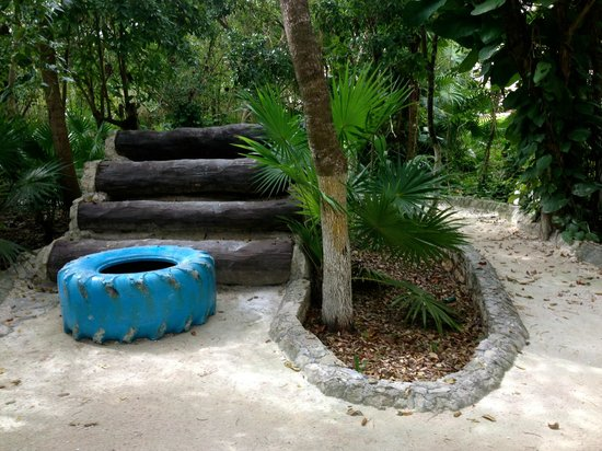 Heaven en Hard Rock Hotel Riviera Maya: Found a fun obstacle between the adults only & family sides.