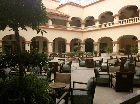 Heaven en Hard Rock Hotel Riviera Maya: Sitting area in the lobby.
