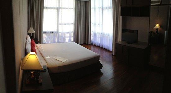 President Park Bangkok: larges fenêtres dans la chambre à coucher