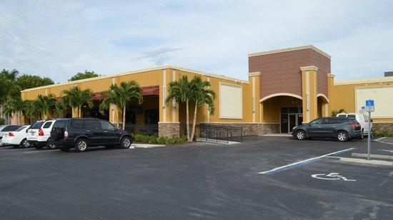HeadPinz Family Entertainment Center: Head Pinz building.