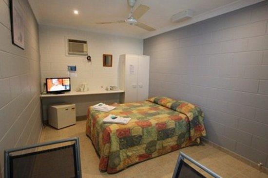 Tully Motel: Budget Room