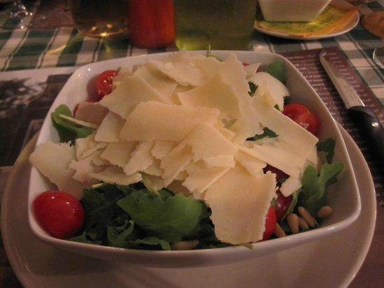 Trattoria Borgo di Racciano: Salade de roquette, noix de pin, tomates et parmesan