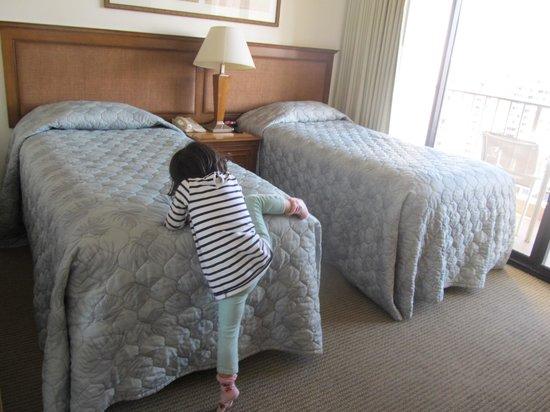 Aston Waikiki Sunset: ベッドは高い、そして少し狭かったです