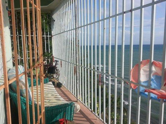 Hostel Bahia Del Paraiso: the hostel balcony