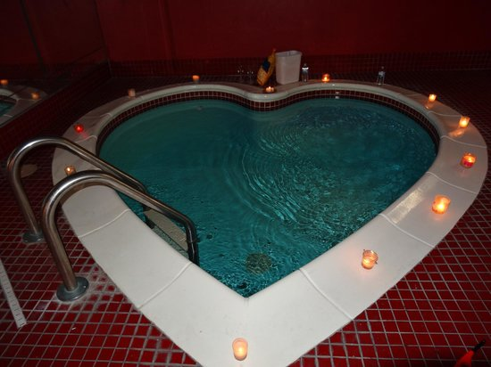 Heart Shaped Hot Tub Picture Of Cove Haven Resort
