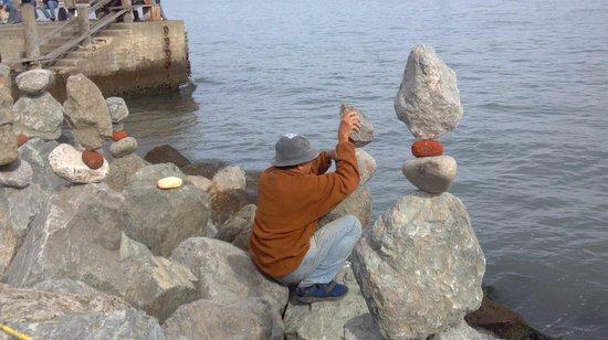 San Francisco Shuttle Tours: Man balancing rocksfor tips in Sausalito