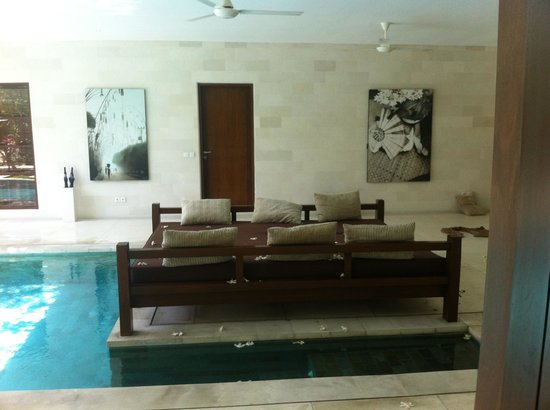 Nyaman Villas: Day Bed
